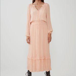 Like new Zara maxi dress in peach 🍑